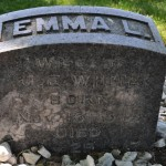 Túmulo de Emma L. McDearmon esposa de James Edson White – Oak Hill Cemetery,